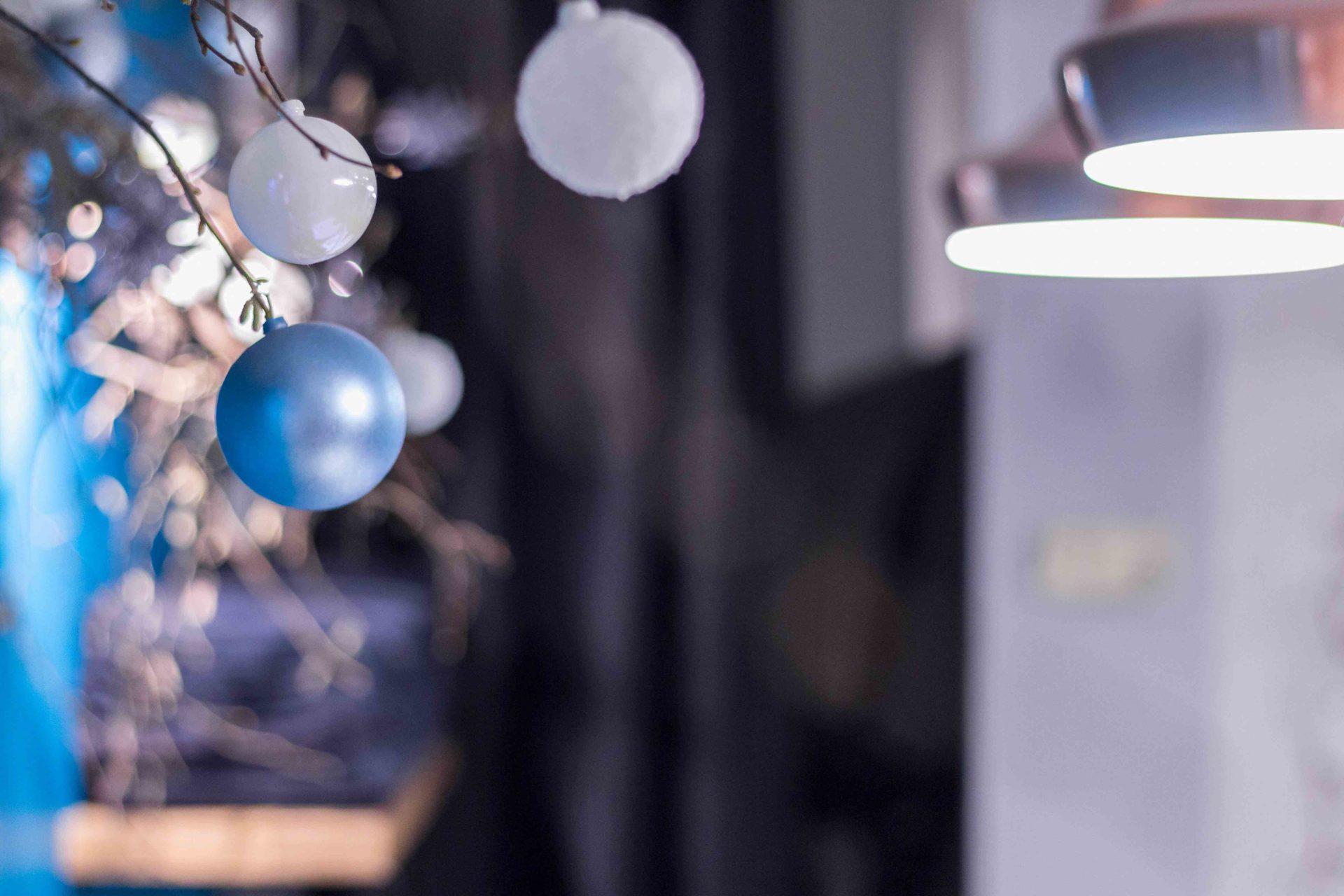 photographie-d-interieur-salon-coiffure-Lourdes-boules-Noël