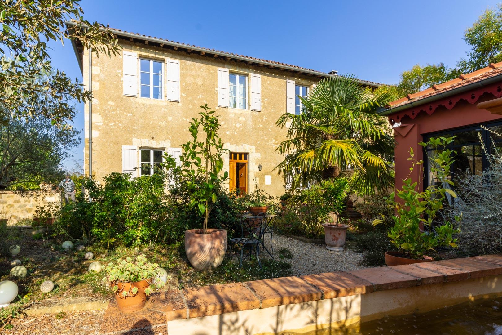 photographe-immobilier-photographe lourdes-tarbes-pau-airbnb-trivago-square habitat-crédit agricole-louer-acheter-vendre