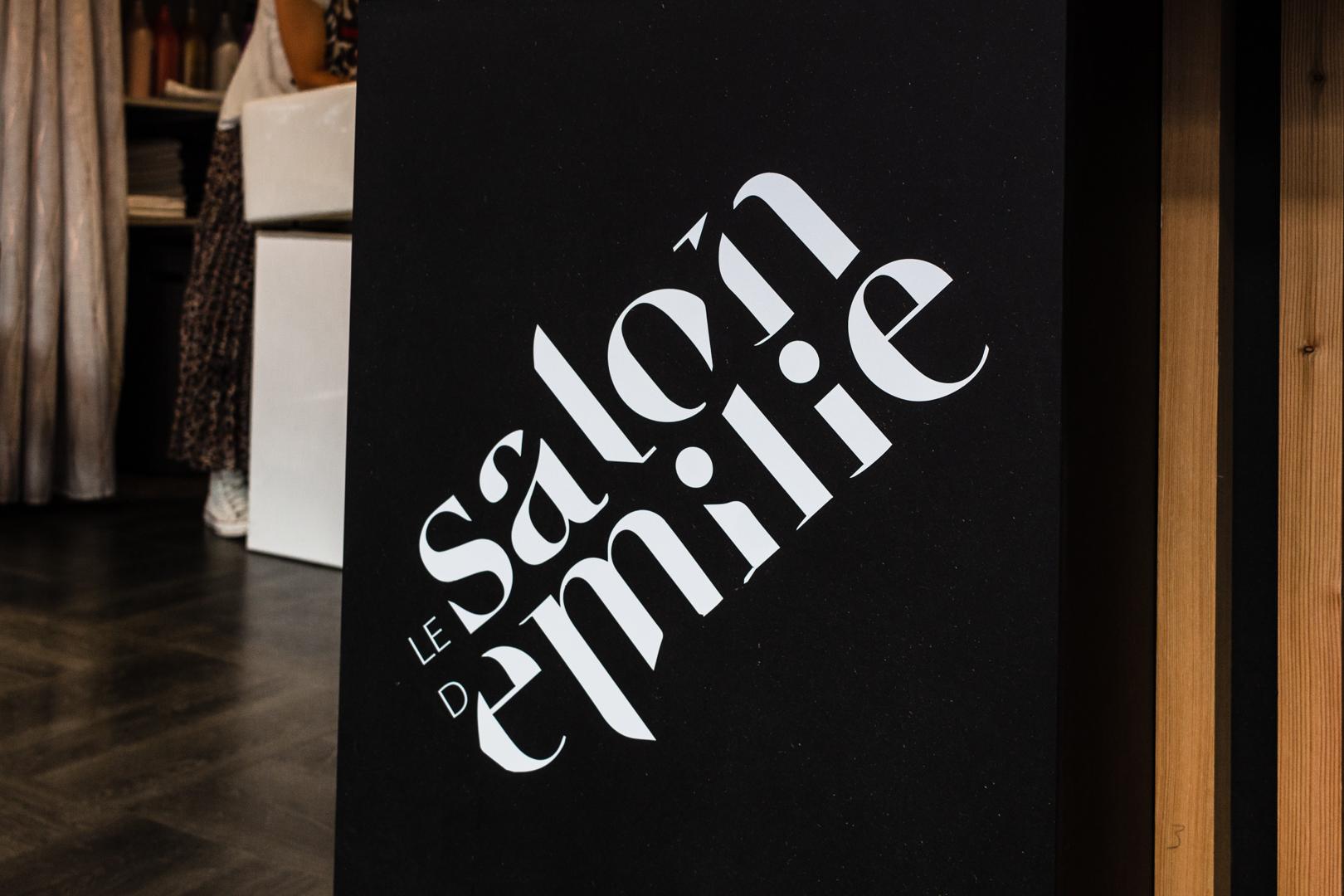 photographie-d-interieur-salon-coiffure-bagnères-de-luchon-décoration-logo